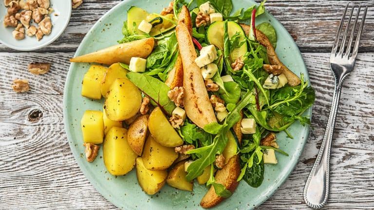 Salade aux poires, au danablu et aux noix