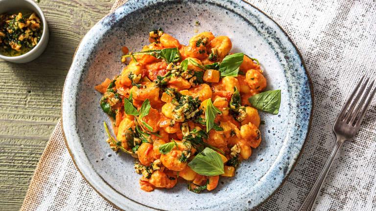 Gnocchi in cremiger Tomatensoße mit Spinat
