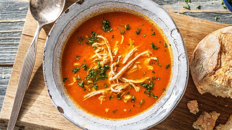 Soupe de tomate et de poivron au poulet effiloché