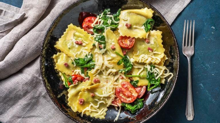 Verse ravioli in romige spinaziesaus