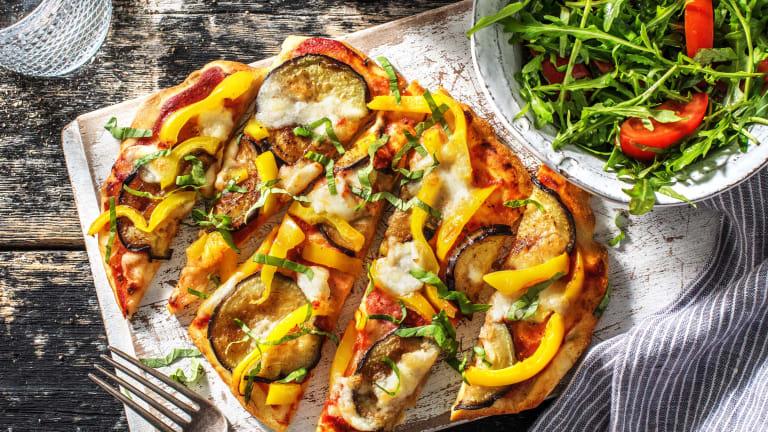 Naanpizza met aubergine en buffelmozzarella