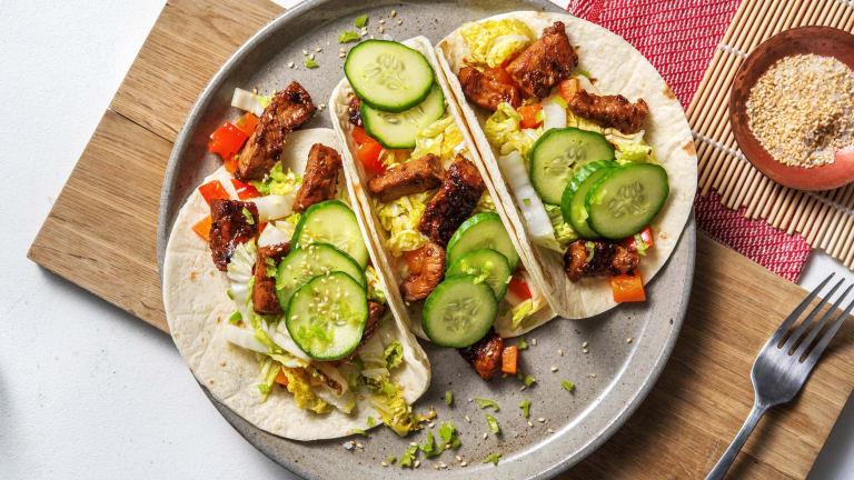 Mini-tortilla's met varkenshaaspuntjes