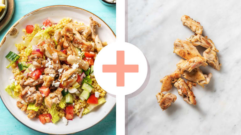 Griekse salade met kippendij en parelcouscous