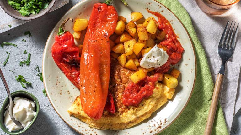 Patatas bravas accompagnées d'une omelette au fromage de chèvre