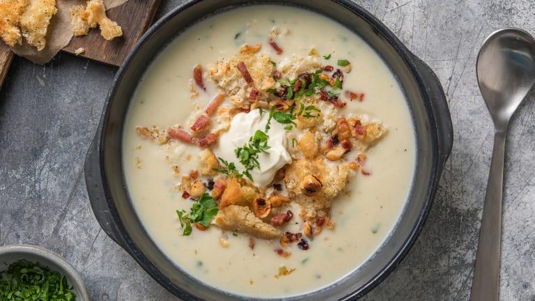 Soupe de chou-fleur et lardons croquants