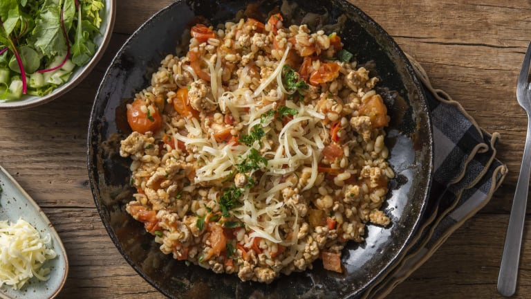 Risotto van parelgerst met kipgehakt en tomaat