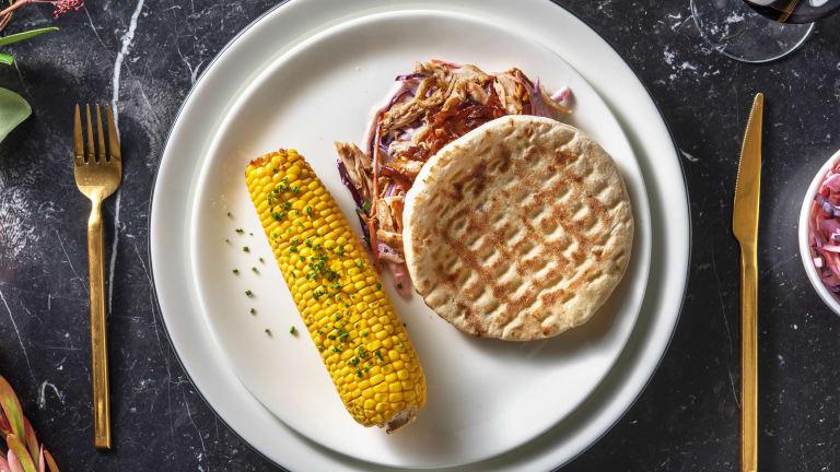 Pulled chicken met coleslaw en maiskolf