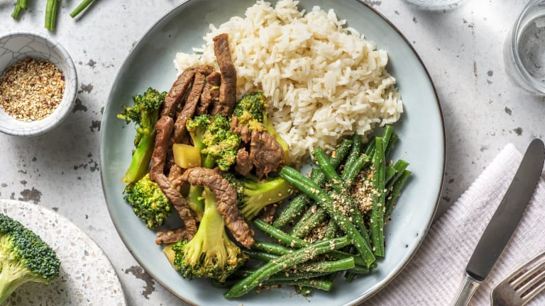 Balinese wokschotel met broccoli en biefstukpuntjes