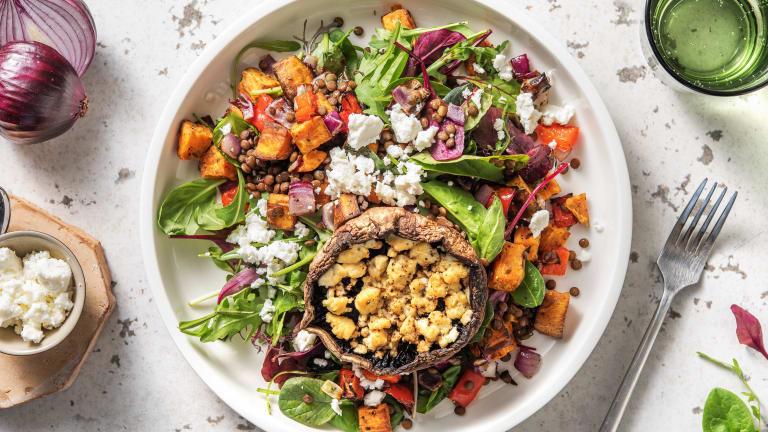 Portobellos farcis, salade de patates douces et de lentilles
