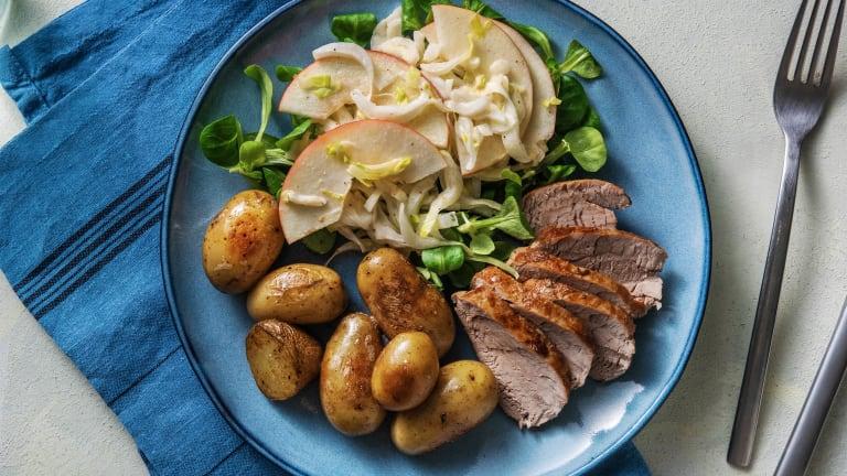 Varkenshaas met witlof-appel salade