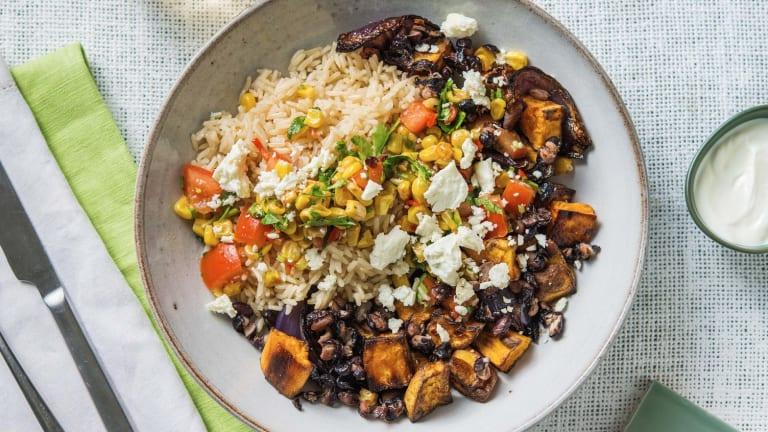 Peruaanse rijstschotel met zoete aardappel en feta