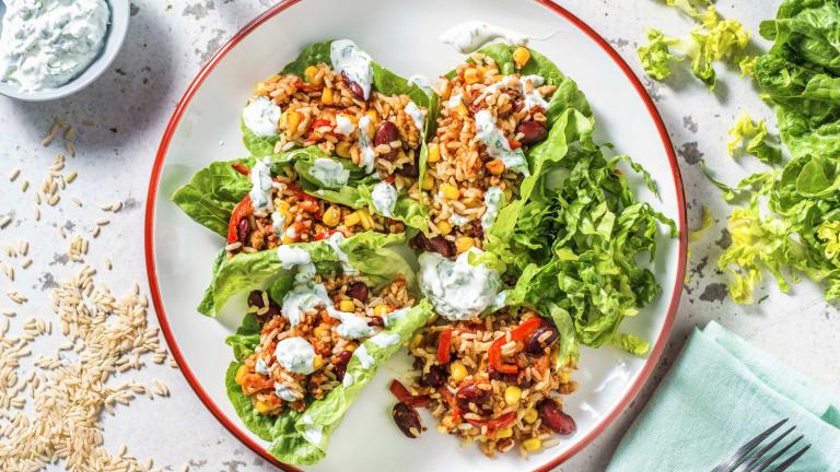 Kipgehakt in een taco van little gem