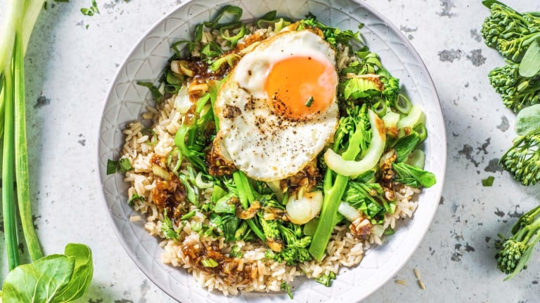 Chinese groente met zoete Aziatische saus en een ei
