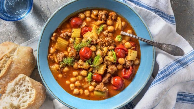 Soupe de tomates cerises à la saucisse et aux anchois