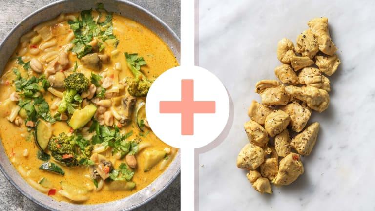 Soupe de nouilles au curry à l'asiatique avec des aiguillettes de poulet en extra