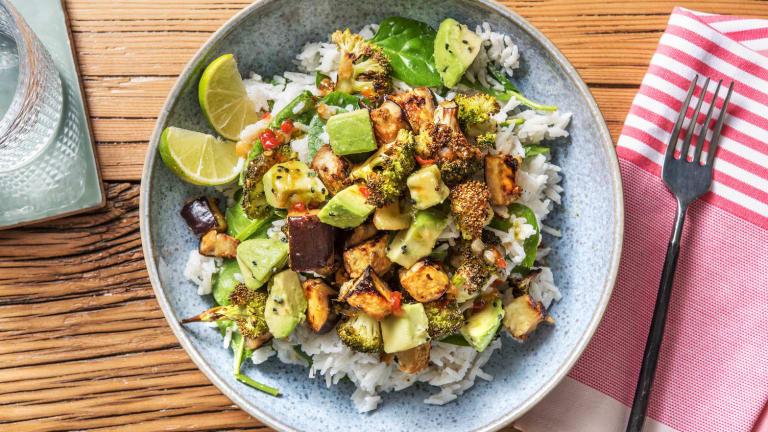 Vegetarische Bowl mit Miso-Aubergine