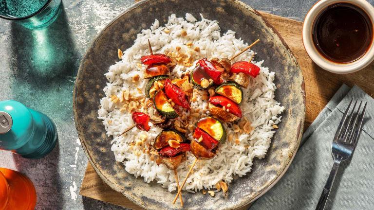 Bunte Gemüsespieße mit Teriyakisoße
