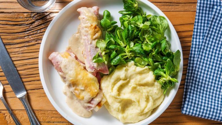 Rouleaux de poireau au jambon gratinés et sauce au fromage