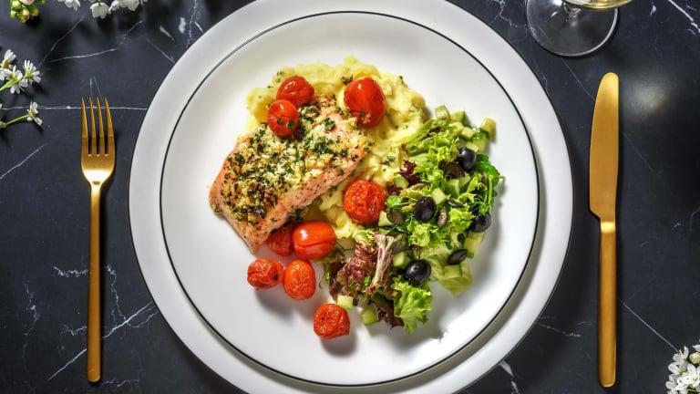 Filet de saumon en croûte aux herbes et tomates cerises rôties