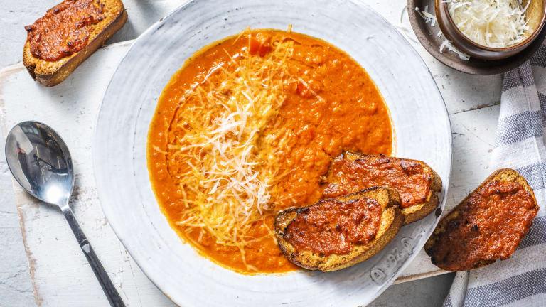 Soupe de tomate et bruschettas au pesto de poivron