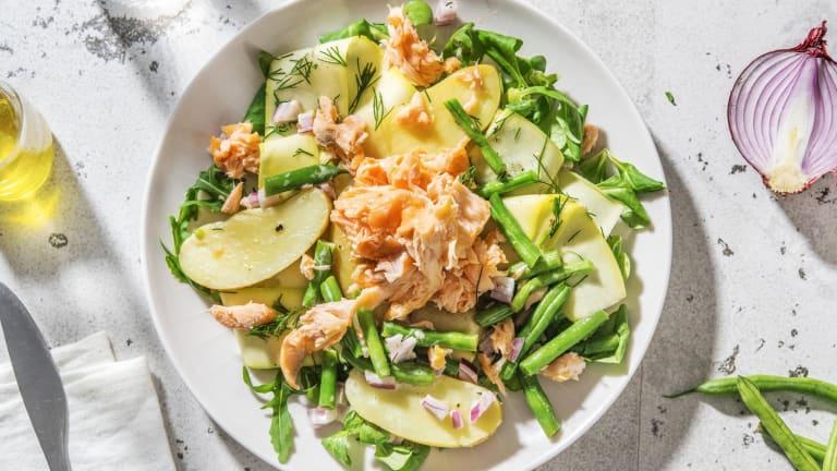 Salade de grenailles tiède aux miettes de saumon et haricots verts