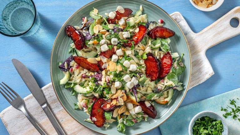 Sommerlicher Orzo-Salat mit Balsamico-Pflaumen