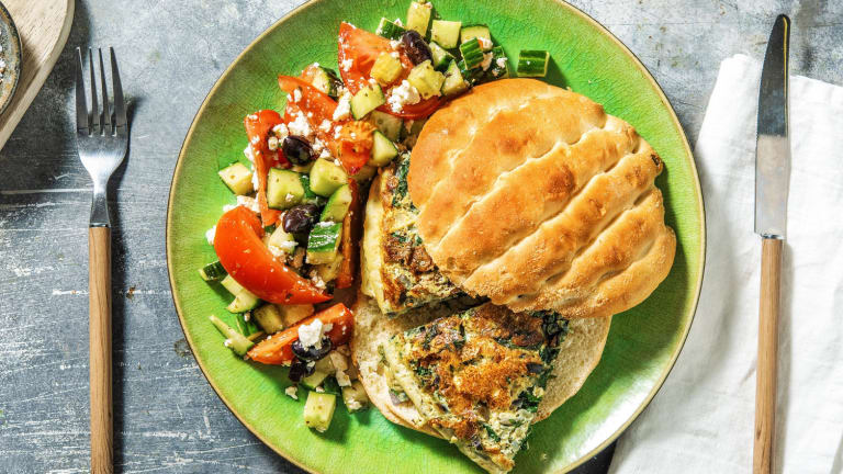 Pain turc garni d'omelette aux épinards