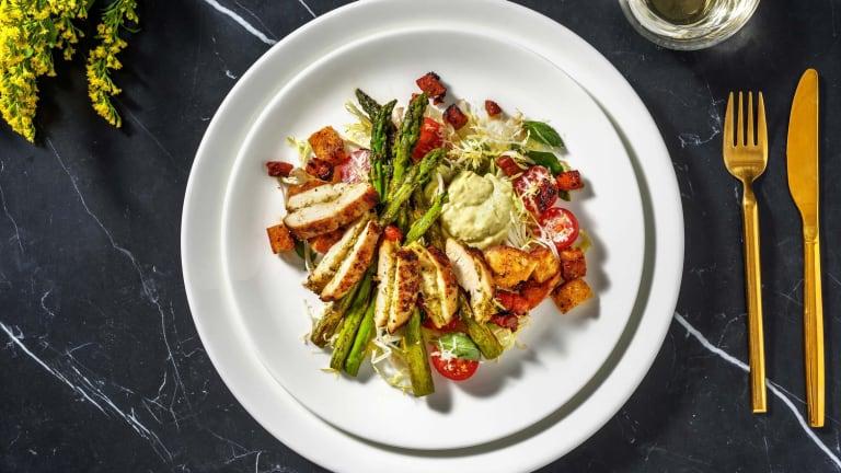 Salade gourmet au filet de poulet, asperges vertes et chorizo