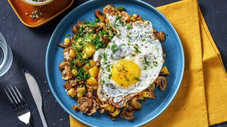 Pommes de terre sautées, œuf au plat et fromage