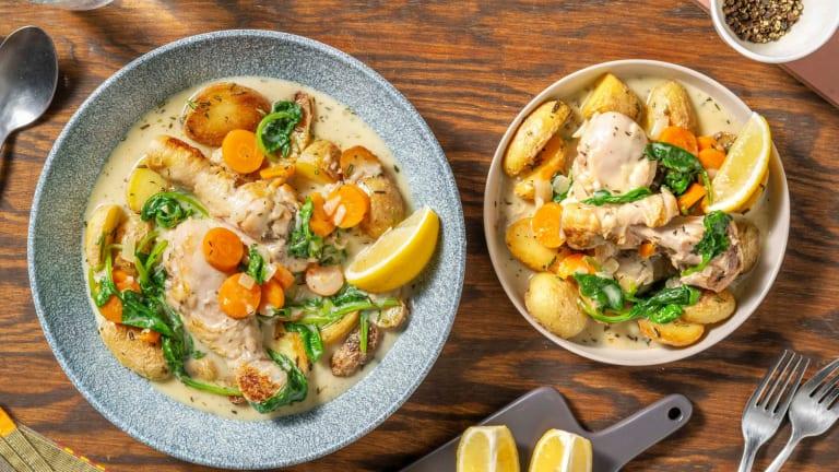 Pilons de poulet, sauce à la crème, épinards et carottes