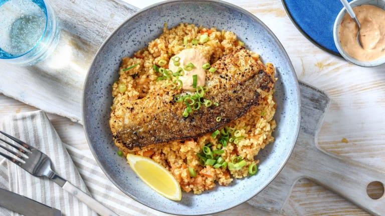Harissa-Fischfilet mit Bulgursalat und Ajvar-Dip