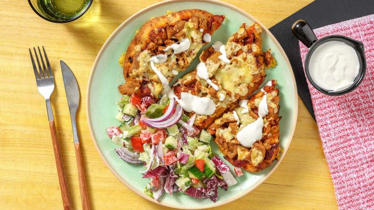 Naanpizza met vegetarische döner kebab van knolselderij