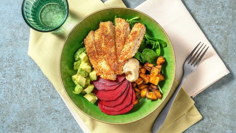 Boeddhabowl met sesamkip, avocado en zoete aardappel
