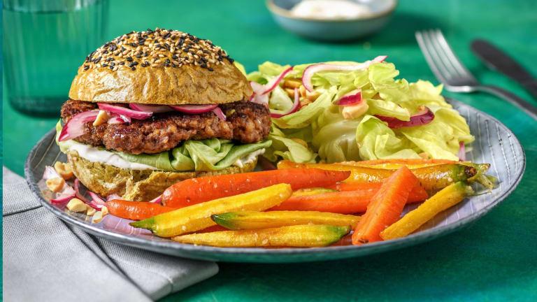 Burger à l'asiatique et pain aux épinards