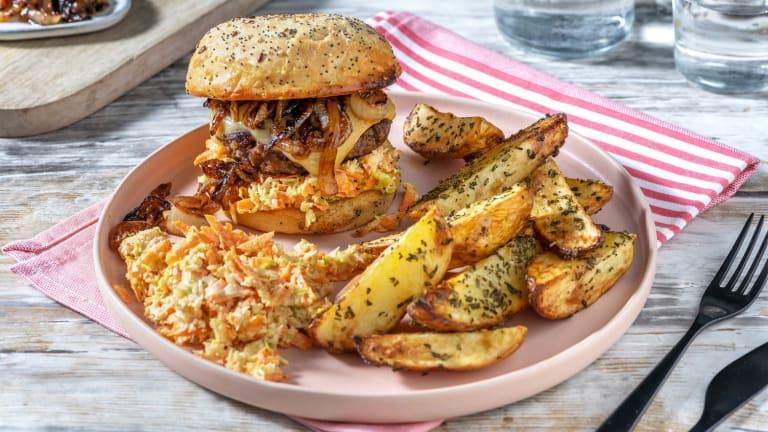 Burger de boeuf à la raclette et aux oignons caramélisés