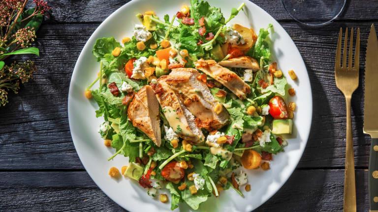 Salade Cobb au poulet et au bacon