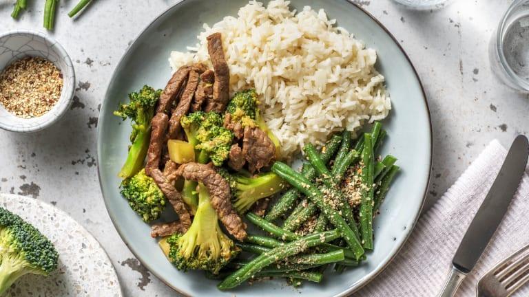Wokschotel met broccoli en biefstukpuntjes