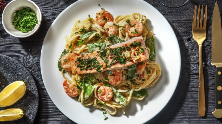 Garlicky Shrimp Linguine Alfredo