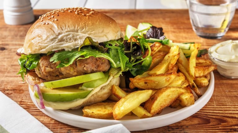 Zelfgemaakte hamburger met friet