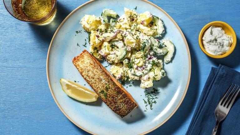 Lachsfilet mit Kartoffel-Gurken-Salat und Dill