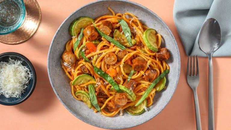 Spaghetti met chipolataworstjes in pittige tomatensaus