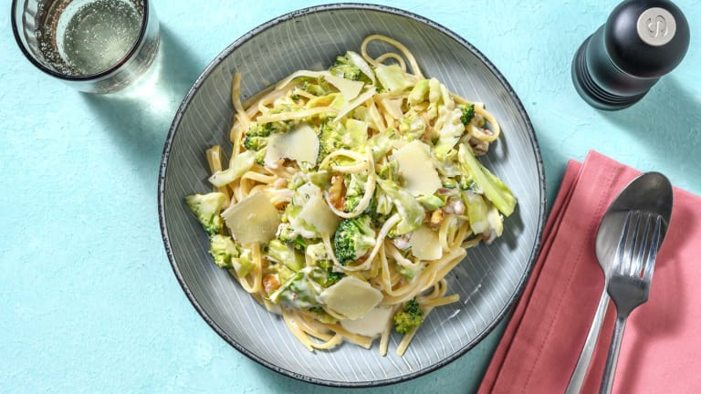 Romige spaghetti met broccoli en walnoot