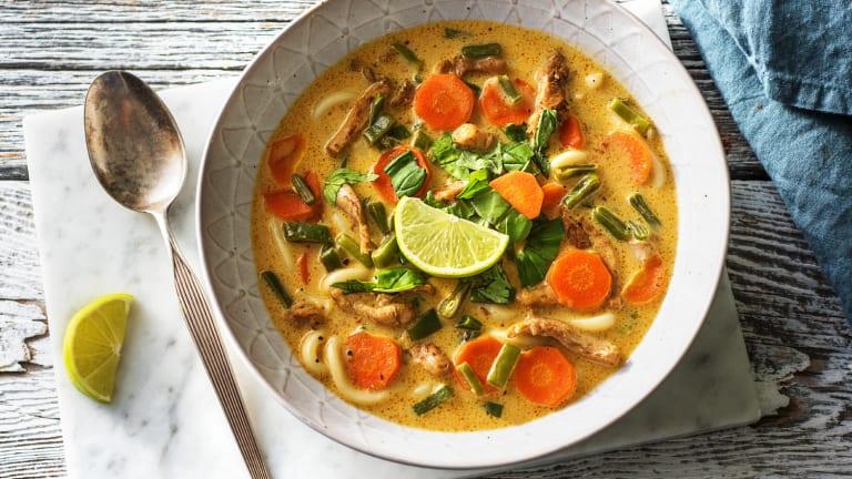 Udon au poulet épicé et lait de coco