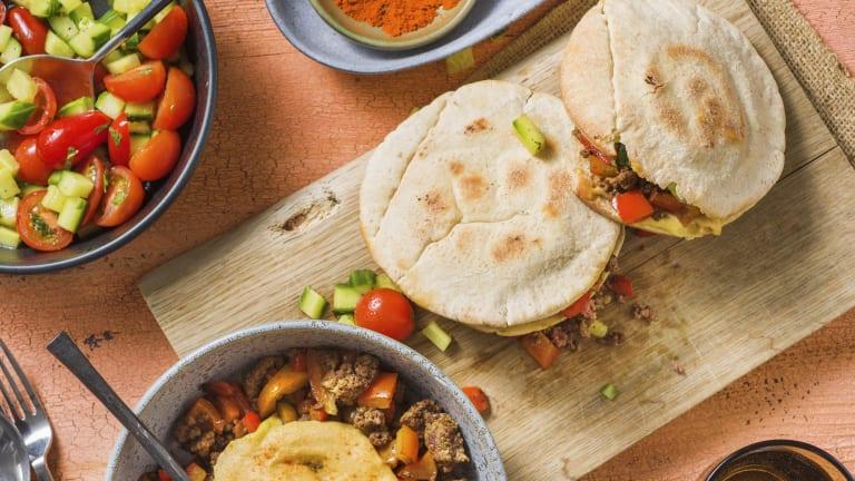 Pitabroodjes met rundergehakt en hummus