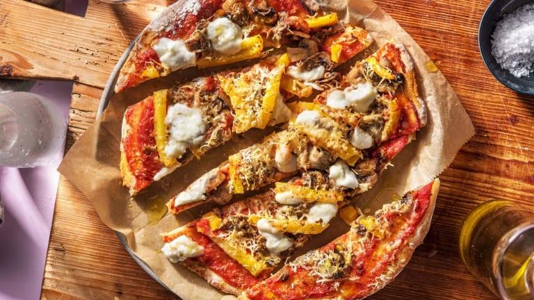 Platbroodpizza's met champignons en buffelmozzarella