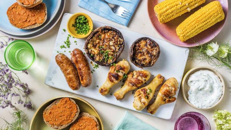 BBQ-plank met Brandt&Levie worst en kipdrumsticks
