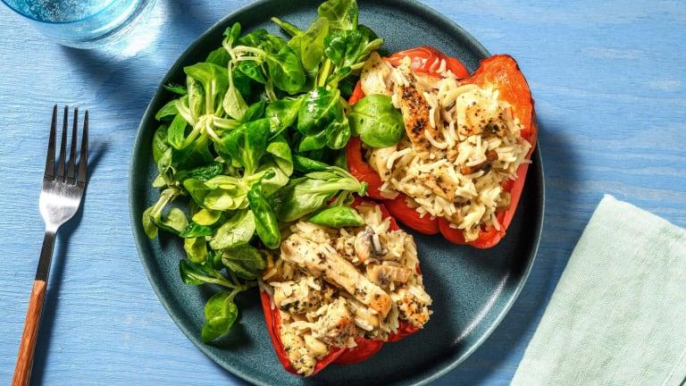 Gevulde paprika met romige champignons, kip en rijst