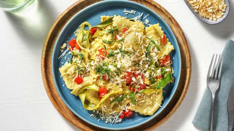 Frisse ravioli gevuld met ricotta en gedroogde tomaten