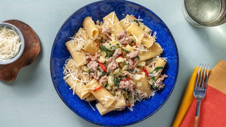 Romige rigatoni met gekruid kipgehakt en spinazie