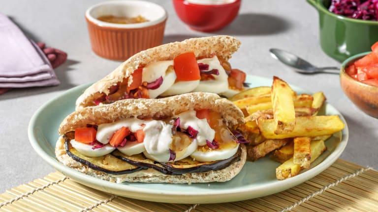 Sabich met gegrilde aubergine, hummus en frieten